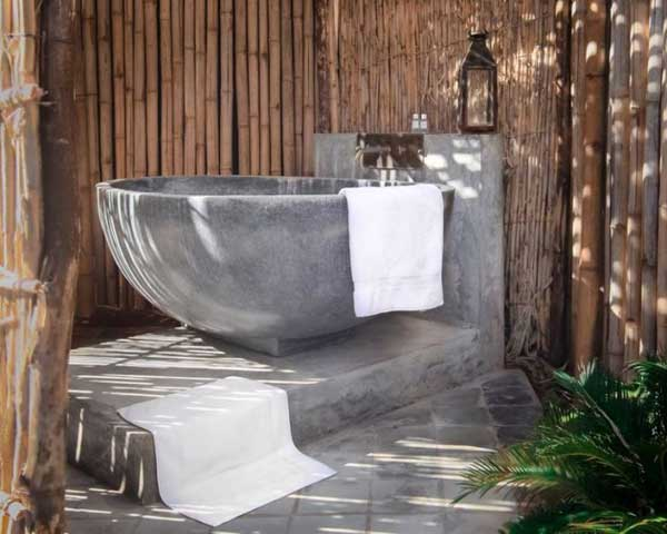 22 Natural Stone Bathtubs Emphasizing Their Spatialities homesthetics cool bathrooms (13)