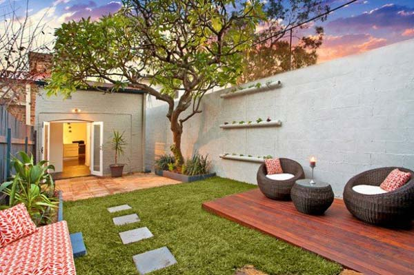 23 Simple Beautiful Small Backyards Presenting Spaciousness and Warmth homesthetics designs (1)