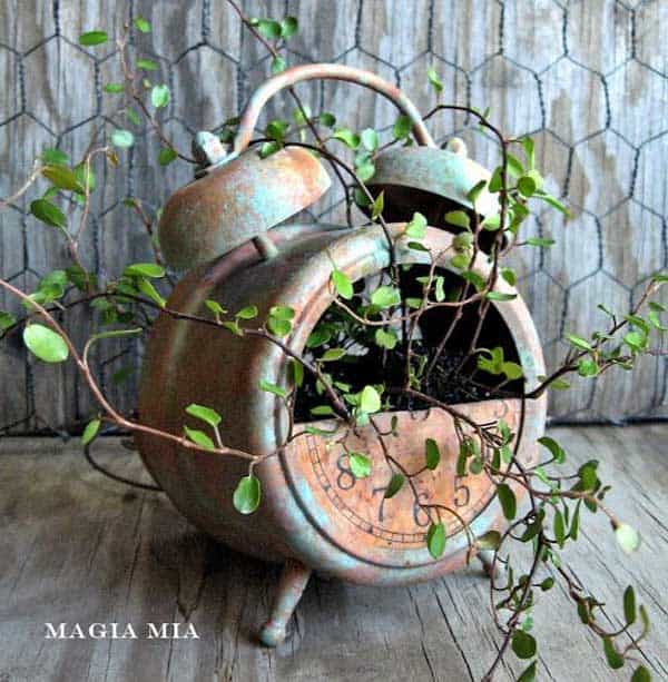 24 Highly Creative Yet Inexpensive Recycled Flower Pots For Your Household homesthetics decor (13)