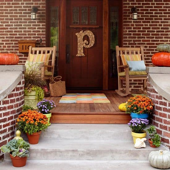26 Mesmerizing and Welcoming Small Front Porch Design Ideas  (11)
