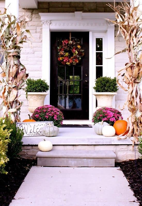 26 Mesmerizing And Welcoming Small Front Porch Design Ideas 2
