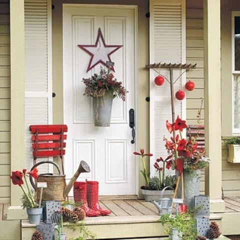 #4 neat rustic decorations on the front porch & 26 Mesmerizing and Welcoming Small Front Porch Design Ideas