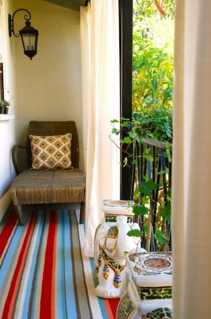 26 Mesmerizing And Welcoming Small Front Porch Design Ideas (6)