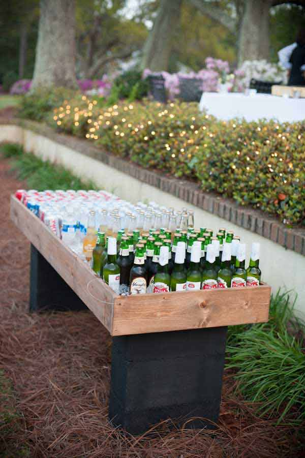 #13 SIMPLE OUTDOOR BAR SERVING DRINKS