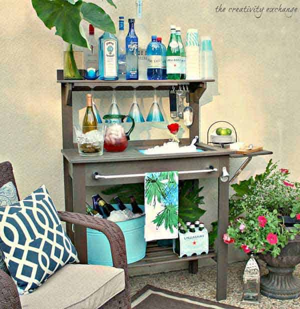 #7 A CREATIVE SIMPLE BAR OUTDOORS