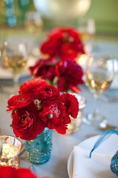 17 Do-it-yourself Elegantly Made Centerpieces For A Winter Wedding (11)