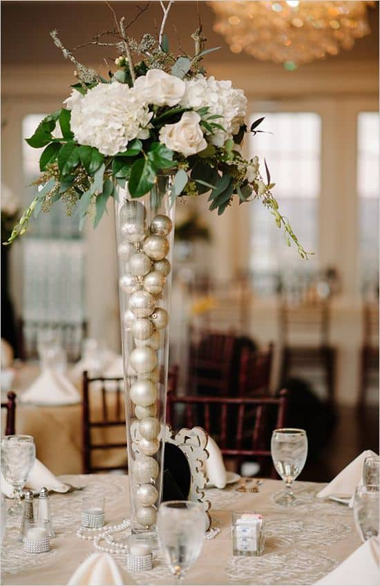 17 Do-it-yourself Elegantly Made Centerpieces For A Winter Wedding (17)
