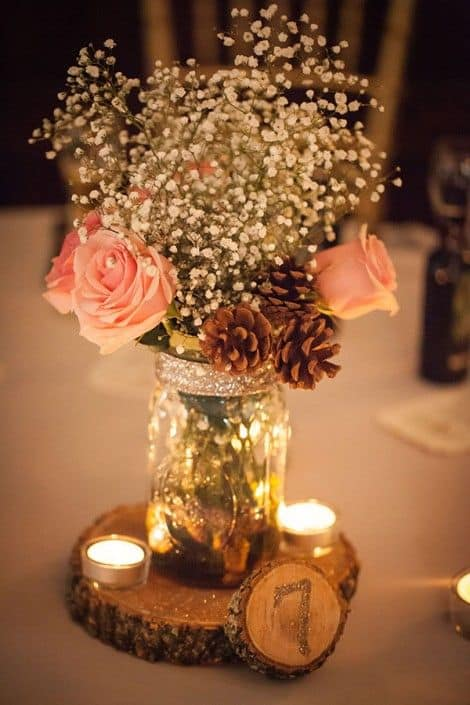 17 Do-it-yourself Elegantly Made Centerpieces For A Winter Wedding (18)