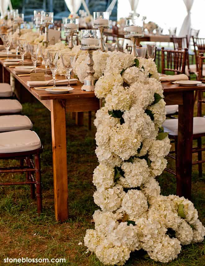17 Do-it-yourself Elegantly Made Centerpieces For A Winter Wedding (21)