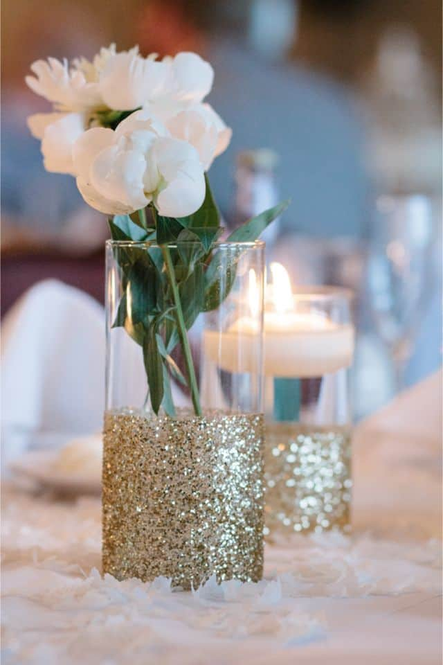 17 Do-it-yourself Elegantly Made Centerpieces For A Winter Wedding (8)