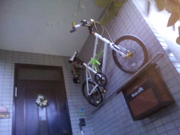 30 Design Ideas on How to Decorate With Bikes in Your Household homesthetics decor (14)