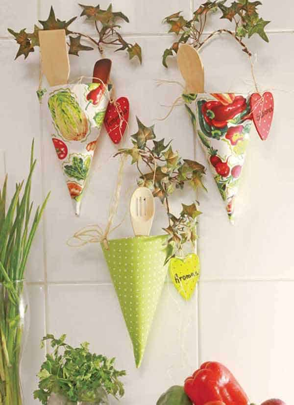 #38 STORE KITCHEN UTENSILS IN BEAUTIFUL SUSPENDED CRESTS