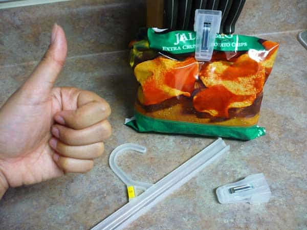 #5 SLICE THE ENDS OF PLASTIC HANGERS TO USE THEM AS DIY BAG CLIPS
