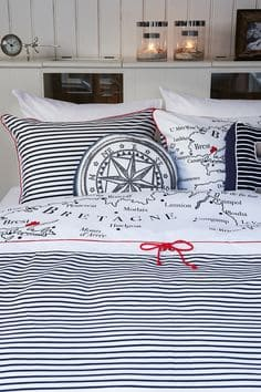 Learn How To Create A Navy Themed Bedroom-homesthetics (8)