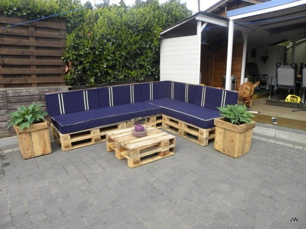 Learn How To Make Useful Furniture From Wooden Pallets With These 24 Fabulous Ideas homesthetics decor (13)