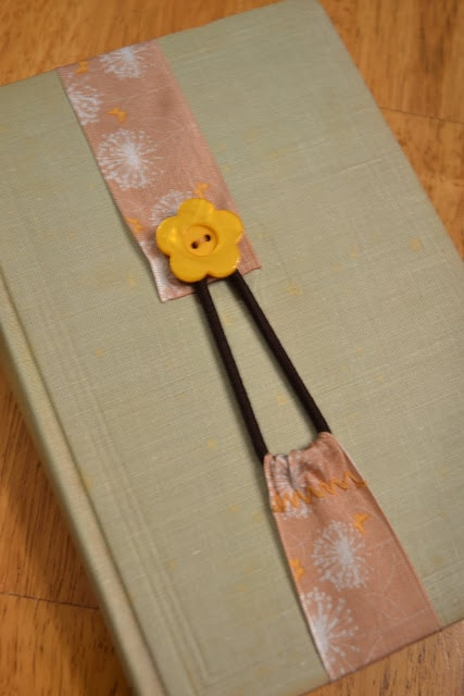 Simple and creative diy ribbon bookmark project simple and creative diy ribbon bookmarks 3 solutioingenieria Image collections