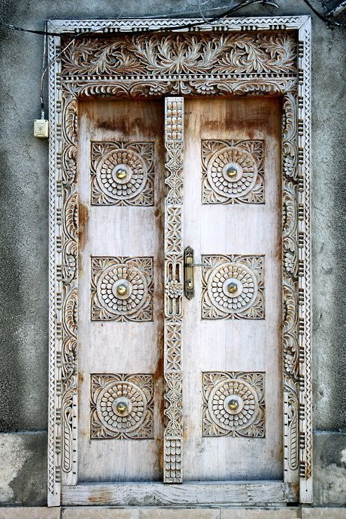 Top 20 Out Of This World Magical Door Designs-homesthetics (12)