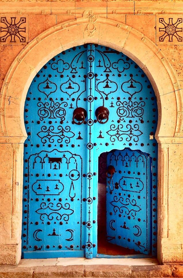 Top 20 Out Of This World Magical Door Designs-homesthetics (7)