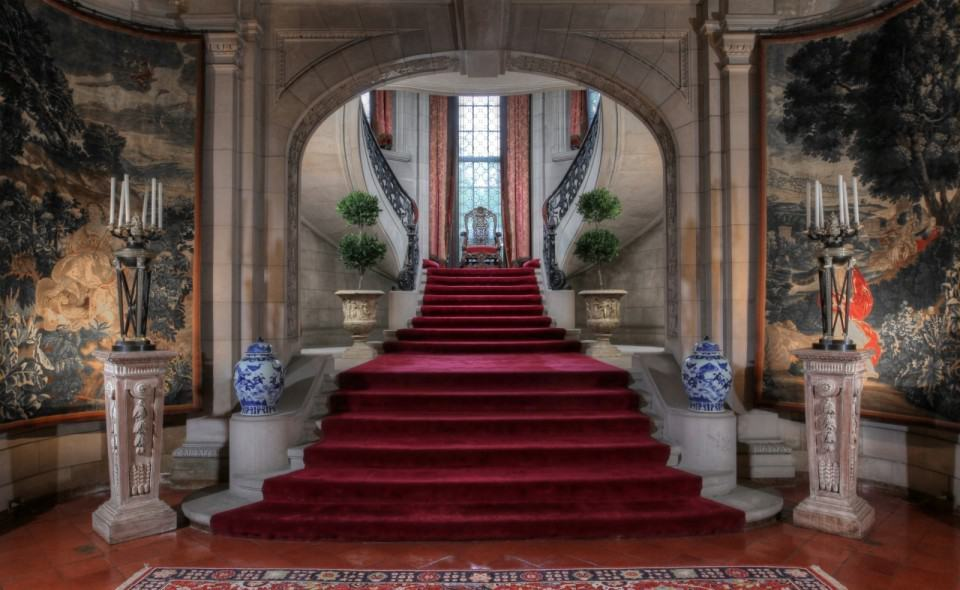 16 Awesome Mansion Staircases Perfect For Your Dream Home (12)