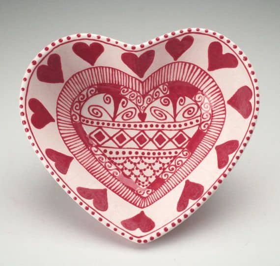 #12 HEART SHAPED POTTERY PAINTING PLATE PURELY FOR DECORATIVE PURPOSES