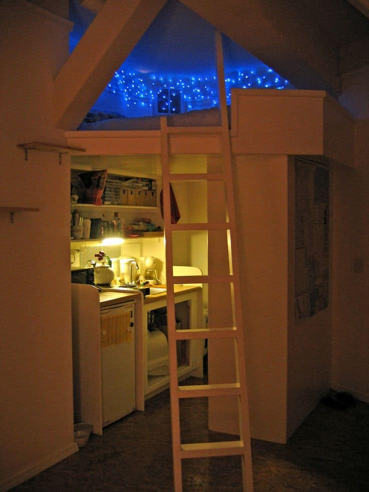 21 Fun And Interesting Ways To Turn An Old Attic Into A Decorative Functional Room (11)