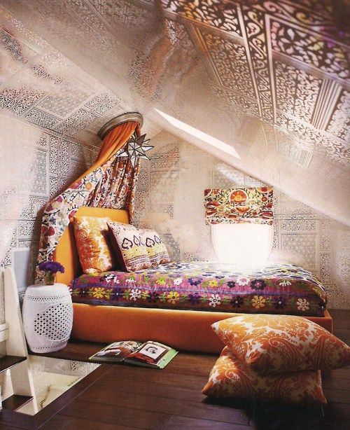 19 Fun And Interesting Ways To Turn An Old Attic Into A Decorative Functional Room (8)