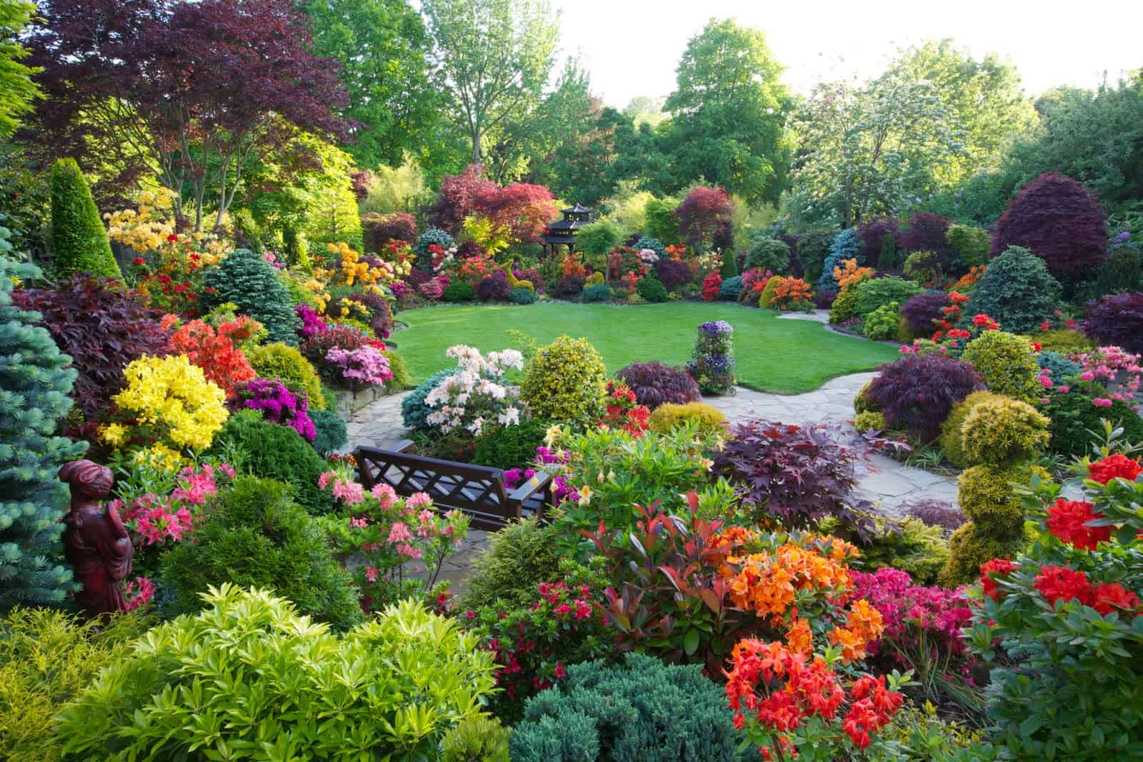 13 of the most beautifully designed flower gardens in the for Large flower garden ideas