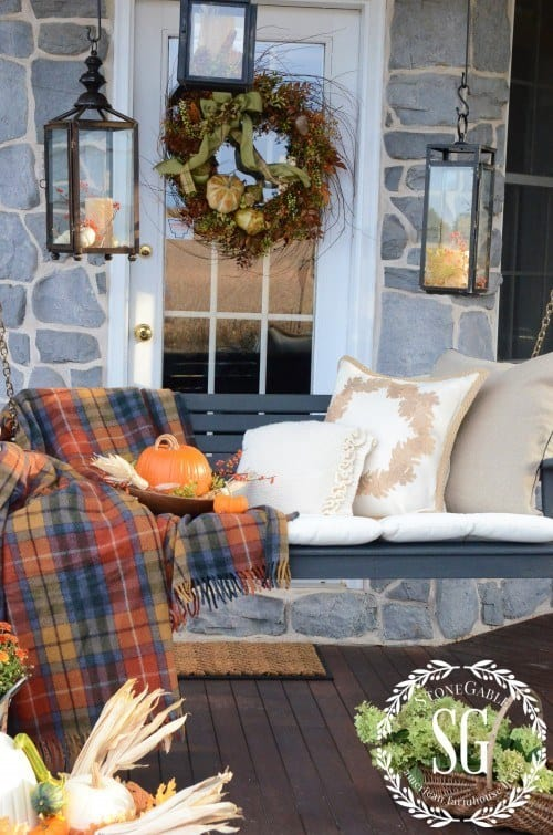 21 Autumn Porch Ideas That Will Make You The Envy Of Your Neighbors (2)