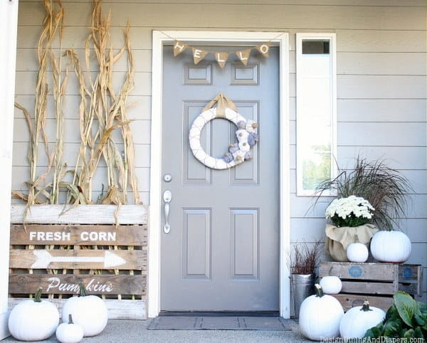 21 Autumn Porch Ideas That Will Make You The Envy Of Your Neighbors (20)