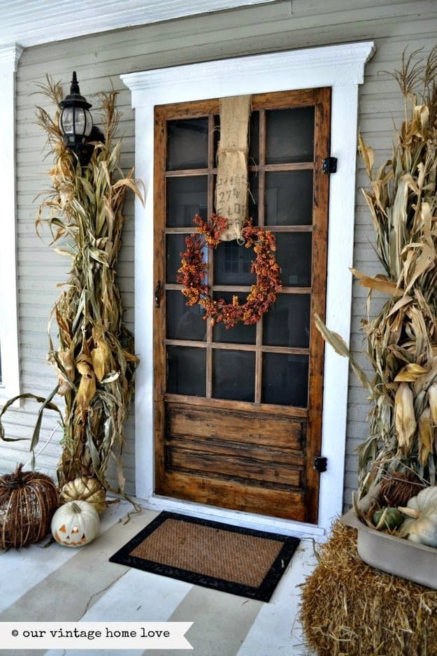 21 Autumn Porch Ideas That Will Make You The Envy Of Your Neighbors (21)