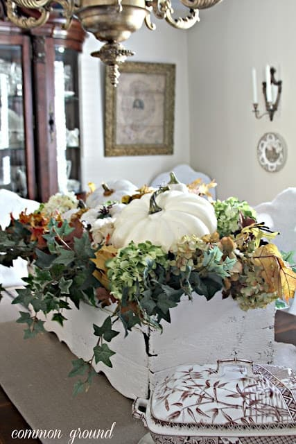 21 Charming White Pumpkin Fall Decorations For Your Household homesthetics decor (15)