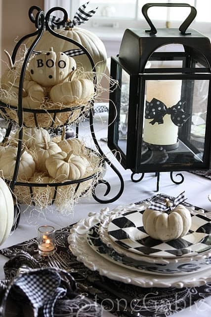 21 Charming White Pumpkin Fall Decorations For Your Household homesthetics decor (21)