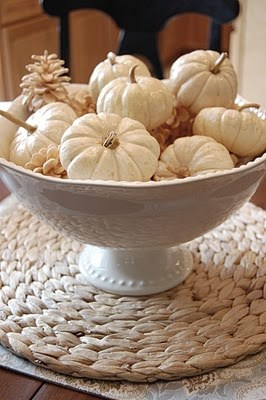 21 Charming White Pumpkin Fall Decorations For Your Household homesthetics decor (6)