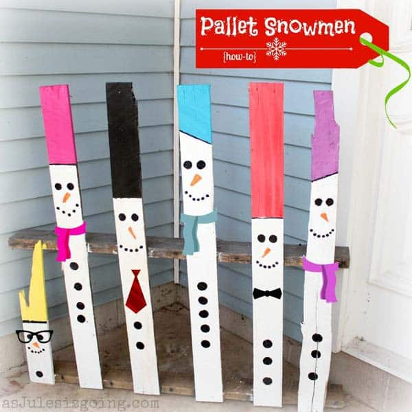 #22 YOU CAN CREATE PALLET SNOWMEN FOR YOUR PORCH