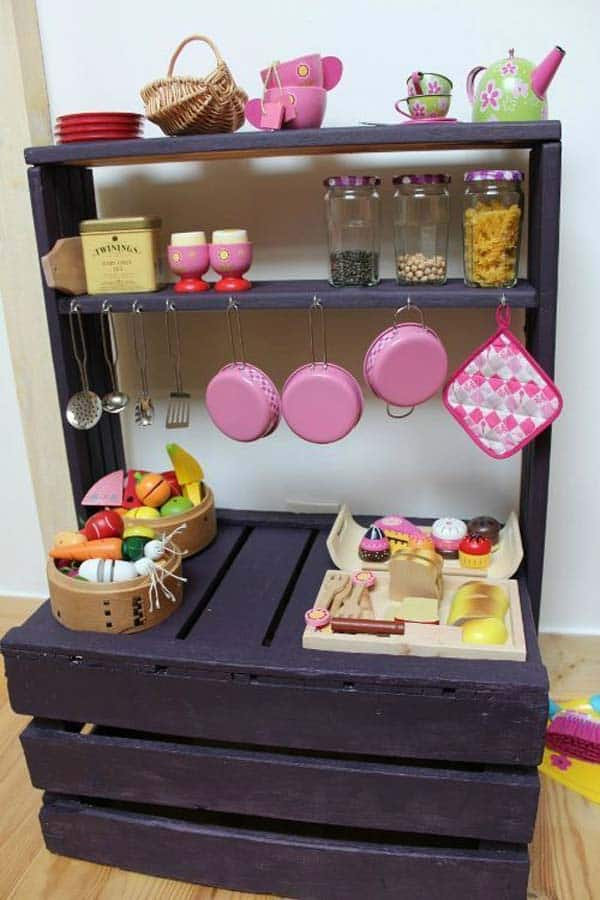 #5 USE WOODEN PALLETS TO CREATE A COOKING STATION MASTERPIECE FOR KIDS