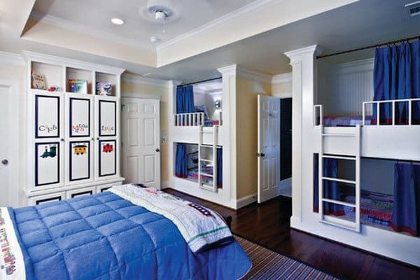Ordinaire #36 DOUBLE DECKER BEDS WITH THEIR OWN CURTAINS FOR PRIVACY