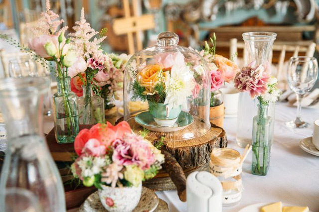 32 Simply Breathtaking Cloche and Bell Jar Decorating Ideas For Magical Weddings homesthetics decor ideas (19)