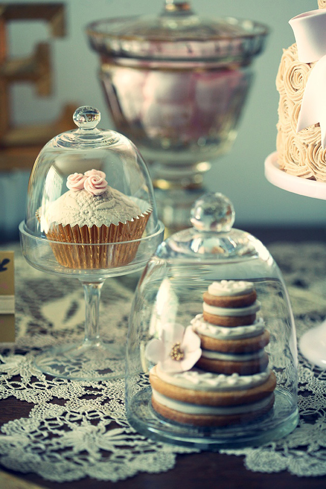 Bell Jar Decorating Ideas Magnificent 32 Simply Breathtaking Cloche And Bell Jar Decorating Ideas For Design Inspiration
