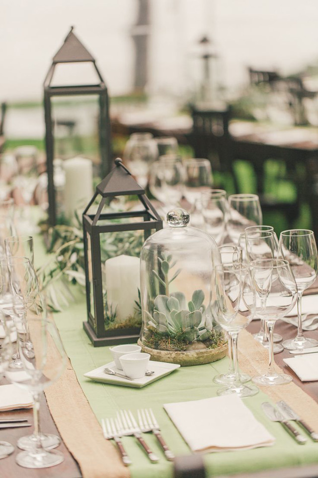 32 Simply Breathtaking Cloche and Bell Jar Decorating Ideas For Magical Weddings homesthetics decor ideas (24)