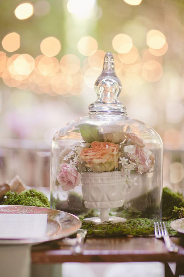 32 Simply Breathtaking Cloche and Bell Jar Decorating Ideas For Magical Weddings homesthetics decor ideas (26)