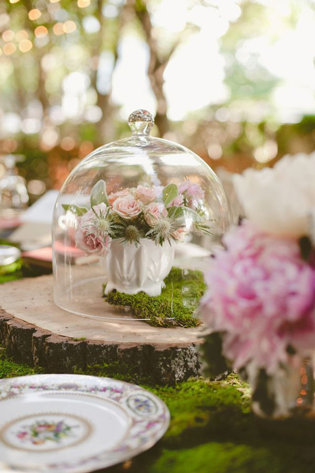 32 Simply Breathtaking Cloche and Bell Jar Decorating Ideas For Magical Weddings homesthetics decor ideas (27)