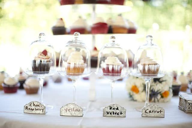 32 Simply Breathtaking Bell Jar and Cloche Decorating Ideas For Magical Weddings homesthetics decor ideas (4)