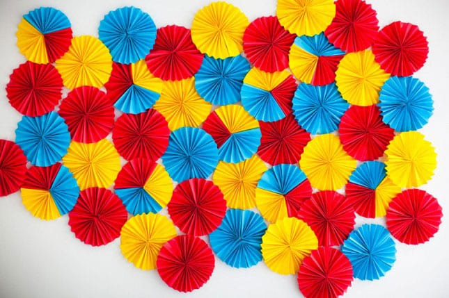 #8 ADD COLOR TO ANY ROOM WITH THIS EASY DIY WALL ART IDEA WITH PAPER ROSETTES