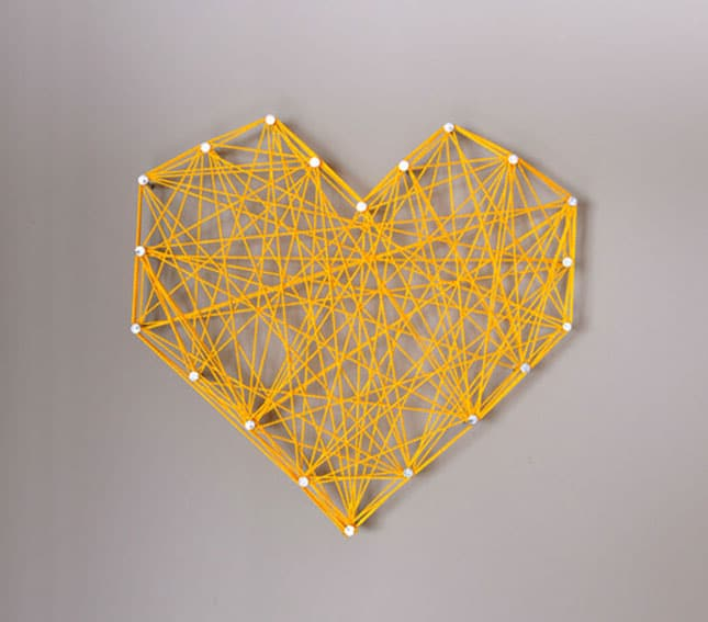 #20 RUBBER BAND HEART SHAPED WALL ART IDEA IN ANY COLOR FOR A BLANK CANVAS