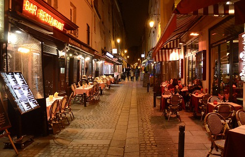The Many Beautiful Romantic Scenes Of Paris At Night Time