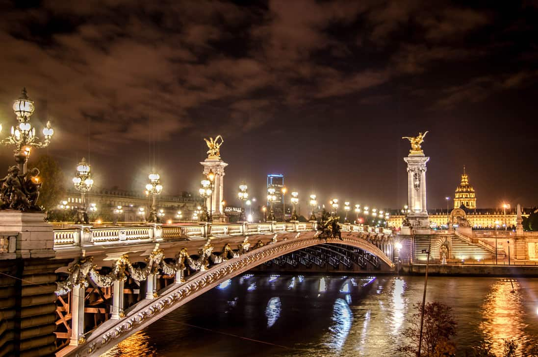 The Many Beautiful Romantic Scenes Of Paris By Night