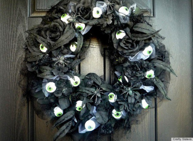 15 Mysterious and Chilling Halloween Wreath Designs To Realize homesthetics halloween decor (1)