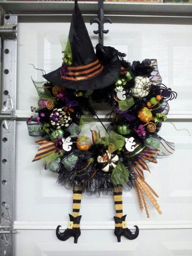15 Mysterious and Chilling Halloween Wreath Designs To Realize homesthetics halloween decor (13)