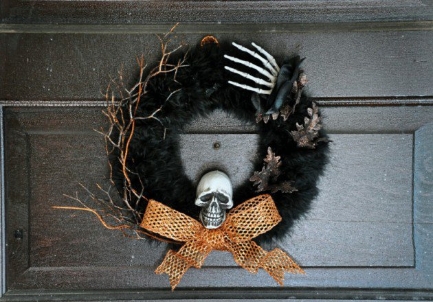 15 Mysterious and Chilling Halloween Wreath Designs To Realize homesthetics halloween decor (14)