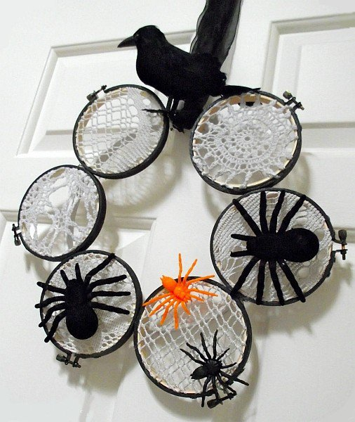 15 Mysterious and Chilling Halloween Wreath Designs To Realize homesthetics halloween decor (15)